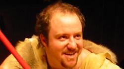 One man show Caveman 6.8.2020 na Letní scéně Harfa