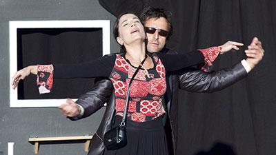 Michaela Kuklová a Tomáš Krejčíř v představení Tři v háji