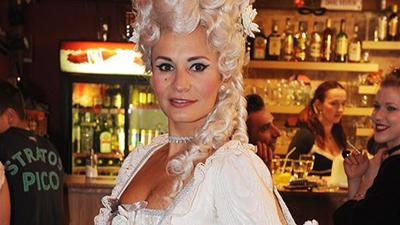 Monika Absolonová na dvorním plese královny Antoinetty 16.1.2014 v Divadle Hybernia