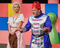 Hana Sršňová a Libor Jeník v představení Princové jsou na draka. Foto: Petr Sankot