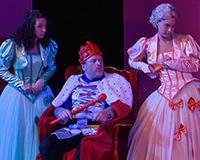 Kristýna Žďánská, Libor Jeník, Dominika Býmová a Patrik Vojtíšek v představení Princové jsou na draka. Foto: Petr Sankot