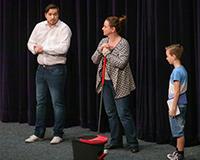 Radek Fejt, Marta Vítů a Fabián Šetlík v představení Princové jsou na draka. Foto: Petr Sankot