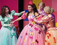 Kristýna Žďánská, Eliška Jansová, Lucie Karbanová a Dominika Býmová v představení Princové jsou na draka. Foto: Petr Sankot