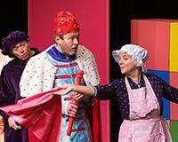 Dominika Býmová, Kryštof Nohýnek, Rostislav Trtík a Marta Vítů v představení Princové jsou na draka. Foto: Petr Sankot