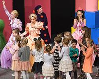 Přídavek představení Princové jsou na draka, ve kterém si s námi mohou zazpívat a zatančit všechny děti v sále. Foto: Petr Sankot