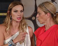 Barbora Mottlová a Lucie Zedníčková v komedii A do pyžam! Foto: Petr Sankot